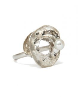 ss umbrella thorn acacia pod ring w pearl detail_450x450_sfw